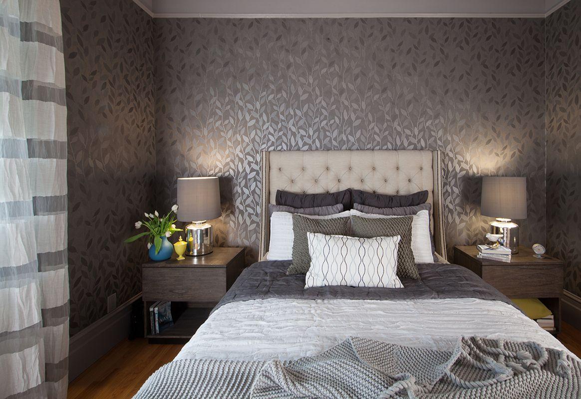 Дизайн с серыми обоями комната