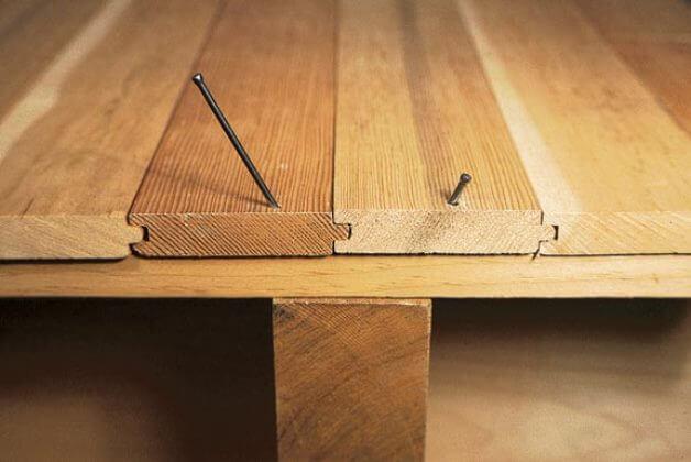 Как устранить скрип напольного покрытия?