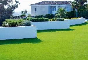 Искусственный газон на даче