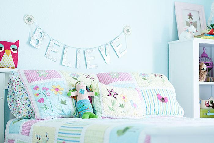 Детская комната в голубых и розовых тонах