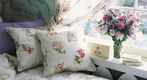 диван в цветочек