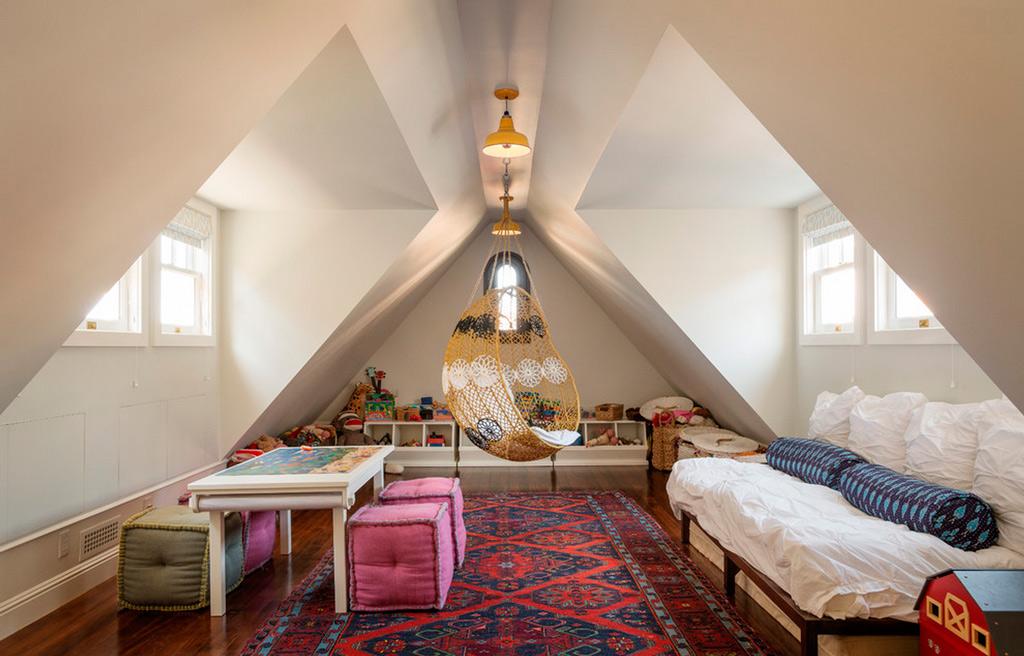 Небольшая мансардная комната