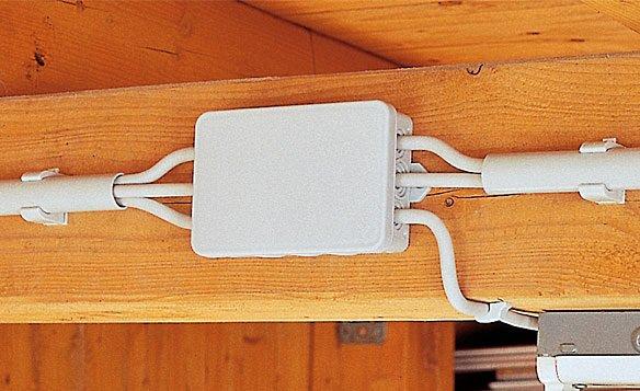 электропроводки на чердаке