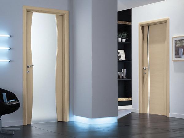 межкомнатные двери из массива дерева в интерьере