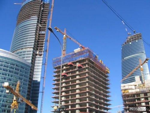 башенные краны на здании