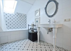Монтаж напольной плитки в ванной 2