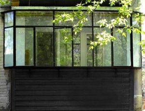 Стальное остекление балкона