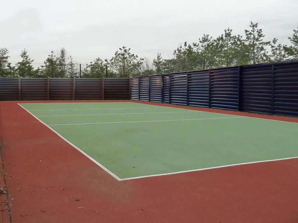Забор-жалюзи на спортплощадке